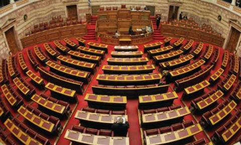 LIVE: Η συνεδρίαση της Βουλής για το πολυνομοσχέδιο
