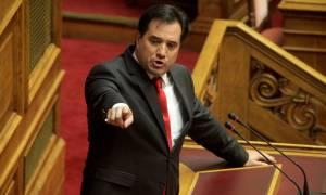Χάος στη Βουλή - Άδωνις: Άντε ρε ξεφτίλα, βγάλε τον σκασμό – Τσακαλώτος: Είσαι γραφικός!