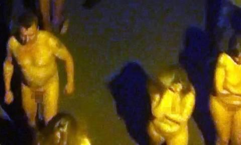 Συναγερμός στη Ρωσία: Ιερόδουλες βγήκαν γυμνές στους δρόμους! (video+photos)