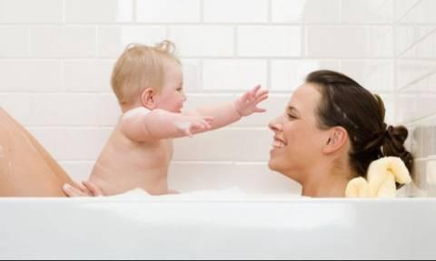f4aee9d0bef Πότε πρέπει να σταματούν οι γονείς, να ονομάζουν τα γεννητικά όργανα των  παιδιών «μεμέ