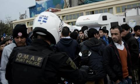 Λιμάνι Πειραιά: Πρόσφυγας επιτέθηκε με φαλτσέτα στους λιμενικούς