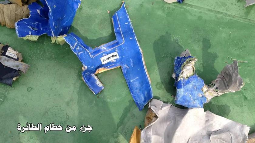 EgyptAir: Μάχη με τον χρόνο για τον εντοπισμό των «μαύρων κουτιών» της μοιραίας πτήσης (Pics & Vids)