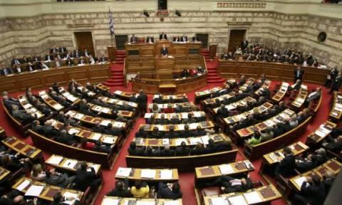 Πολυνομοσχέδιο: «Με το καλημέρα» ένταση στη Βουλή (vid)