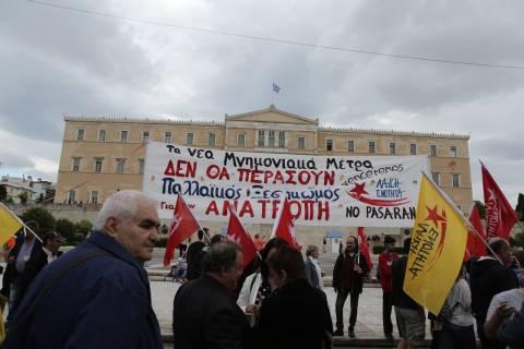 Συγκεντρώσεις διαμαρτυρίας στο Σύνταγμα λόγω ψήφισης του πολυνομοσχεδίου (pics)