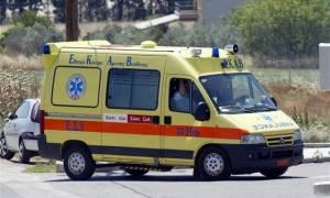 Σοκ στα Ιωάννινα: Βούτηξε από τη γέφυρα κι «προσγειώθηκε» μπροστά στα αυτοκίνητα (photos)