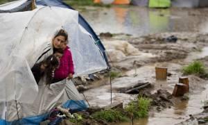 Ξεπερνούν τους 54.100 οι εγκλωβισμένοι πρόσφυγες και μετανάστες