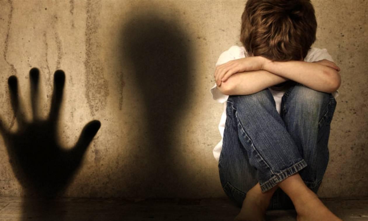 Φρίκη στον Κορυδαλλό: Αυτός είναι ο παιδεραστής που έδινε ναρκωτικά σε αγόρι και το βίαζε (pics)