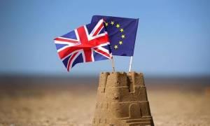 Βρετανία: «Θρίλερ» προβλέπει για το Brexit διαδικτυακή δημοσκόπηση