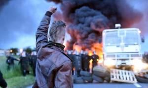 «Καζάνι που βράζει» η Γαλλία: Συγκρούσεις μεταξύ απεργών διαδηλωτών και αστυνομίας (vids)