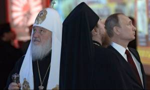 Επίσκεψη Πούτιν: To κόκκινο... κομποσκοίνι του Ρώσου Προέδρου