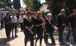 Θλίψη και «γιατί» στην κηδεία της Ελευθερίας Αγραφιώτου
