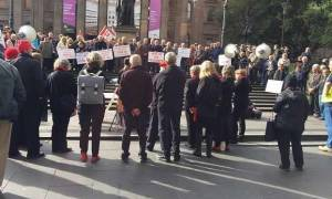 Διαδήλωση ομογενών συνταξιούχων στο κέντρο της Μελβούρνης