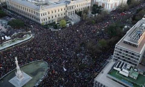 «Πορείες αξιοπρέπειας» στην Ισπανία έναν μήνα πριν από τις εκλογές