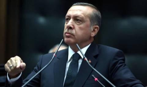 Ερντογάν: Ο Πούτιν εξοπλίζει με όπλα τους μαχητές του ΡΚΚ