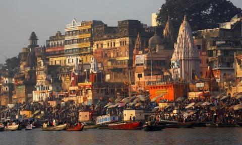 Ινδία: Το νερό του Γάγγη θα αποστέλλεται και ταχυδρομικώς στους πιστούς!