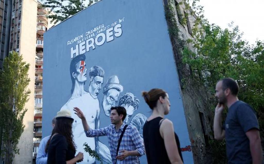 Η Βοσνία τιμά τον David Bowie με μια εντυπωσιακή τοιχογραφία! (pics)