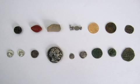 Αχαΐα: Χειροπέδες σε αρχαιοκάπηλους που ερευνούσαν αρχαιολογικούς χώρους (pics)