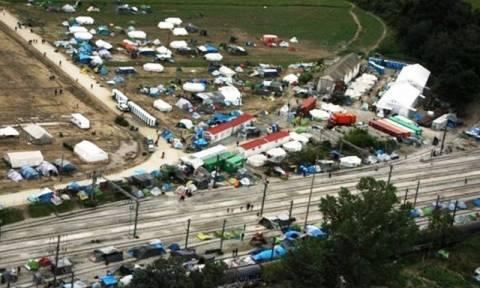 Συγκλονιστικές φωτογραφίες: Η Ειδομένη πριν και μετά την επιχείρηση εκκένωσης