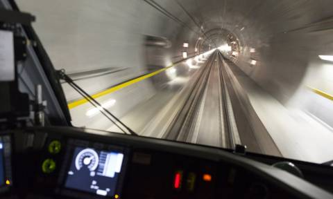 Ελβετία: Τα εντυπωσιακά εγκαίνια της μακρύτερης σιδηροδρομικής σήραγγας στον κόσμο (videos)