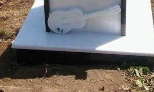 Παντελής Παντελίδης: Το εικονοστάσι που έφτιαξαν θαυμαστές του στο σημείο που πέθανε (photo)