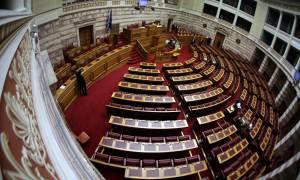 Βουλή: Μπαράζ τροπολογιών για να «ξεκλειδώσει» η δόση