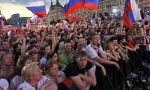 ВЦИОМ: россияне спокойно воспринимают ситуацию в экономике, социальное самочувствие растет