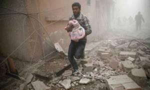 Συρία: Τουλάχιστον 270 άμαχοι νεκροί από βομβαρδισμούς σύμφωνα με το ρωσικό υπουργείο Άμυνας (Vid)