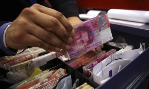 Για το μηνιαίο επίδομα 2.260 ευρώ προς όλους προσέρχονται σήμερα στις κάλπες οι Ελβετοί (Vid)