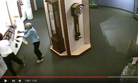 «Μην αγγίζετε τα εκθέματα!» - Έσπασαν μοναδικό έκθεμα και το μουσείο τους εξέθεσε σε βίντεο