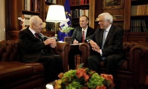 Συνάντηση Παυλόπουλου - Πέρες: «Η οικονομία να υπηρετεί τον άνθρωπο»