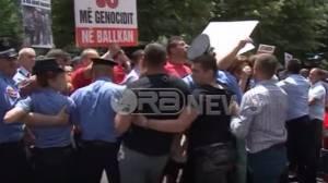 «Παραλήρημα» εναντίον της Ελλάδας από τους Αλβανούς Τσάμηδες: Αποδοκίμασαν τον Κοτζιά (vid)