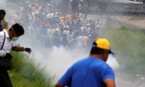 Βενεζουέλα: Επεισόδια και δακρυγόνα σε διαδήλωση κατά του Μαδούρο (video)