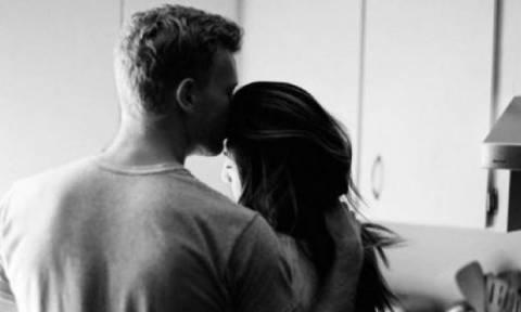 Επτά σημάδια που δείχνουν ότι βγαίνει μαζί σου για να... ξεπεράσει την πρώην του