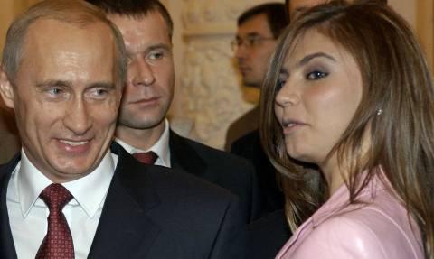 Ο Πούτιν αποκάλυψε τα μυστικά της κρεβατοκάμαράς του αγνοώντας ότι το μικρόφωνο ήταν ανοιχτό! (vid)
