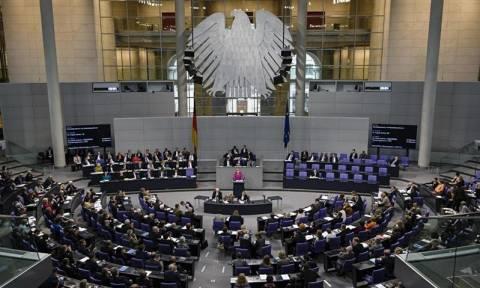 Η γερμανική Βουλή ενέκρινε την εκταμίευση της δόσης για την Ελλάδα