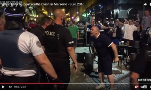 Euro 2016: «Γυαλιά-καρφιά» τα έκαναν εκατοντάδες μεθυσμένοι οπαδοί της Αγγλίας στη Γαλλία (Vids)
