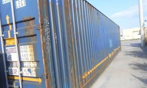 Πειραιάς: Εμπορευματοκιβώτια με στρατιωτικό υλικό και πυρομαχικά εντοπίστηκαν σε φορτηγό πλοίο