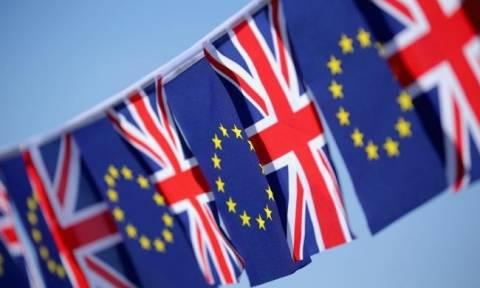 Opinium: Μικρό προβάδισμα για τους υπέρμαχους της παραμονής στην ΕΕ