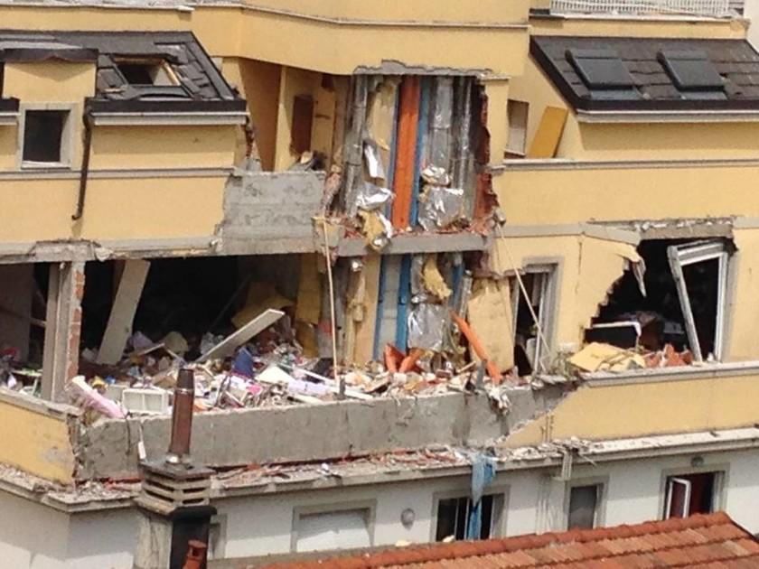 Ιταλία: Τρεις νεκροί από κατάρρευση πολυκατοικίας στο Μιλάνο (Pics & Vid)