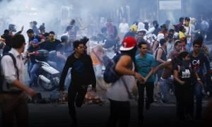 Απίστευτες εικόνες στην Βενεζουέλα - Πεινασμένο πλήθος έκανε πλιάτσικο σε φορτηγό με κοτόπουλα