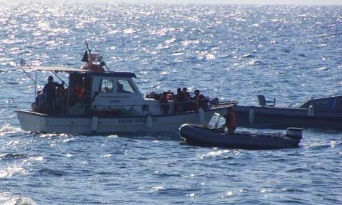 ΤΩΡΑ: Ακυβέρνητο πλοίο με μετανάστες νότια της Γαύδου