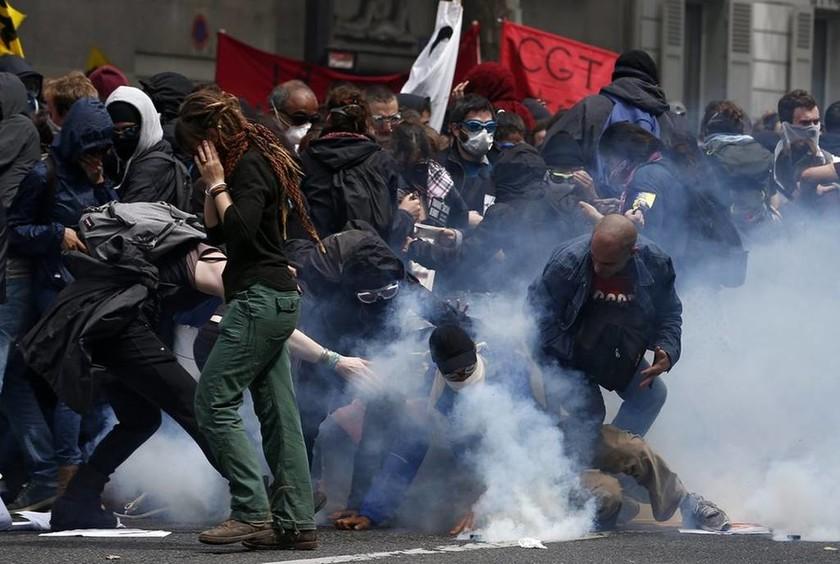 Καζάνι που βράζει η Γαλλία: Ανοιχτά μέτωπα με τους χούλιγκανς και την κοινωνική έκρηξη στο εργασιακό