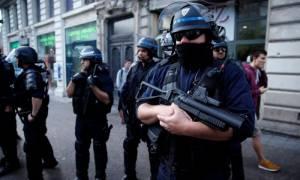 Καζάνι που βράζει η Γαλλία: Ανοιχτά μέτωπα με τους χούλιγκαν του Euro 2016 και την κοινωνική έκρηξη