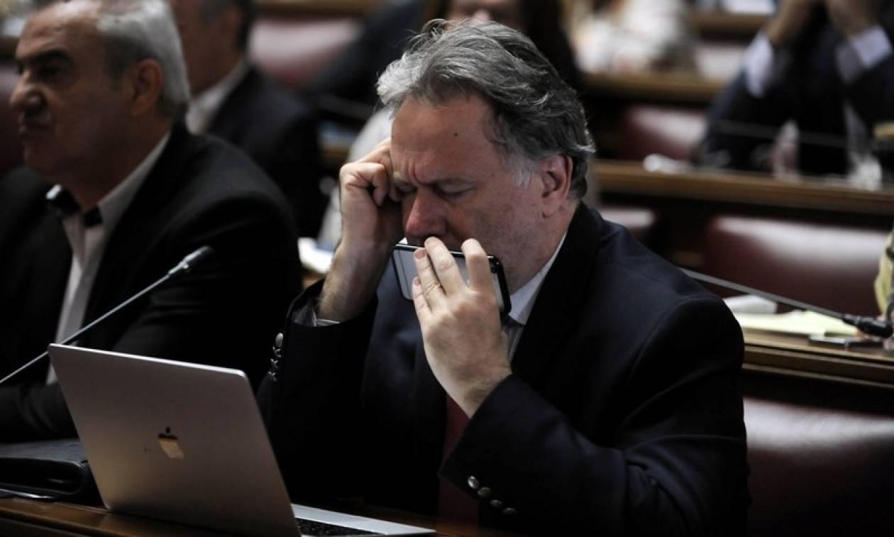 Κατρούγκαλος για «Παραιτηθείτε»: Που είναι ο κύριος με την σαμπάνια;