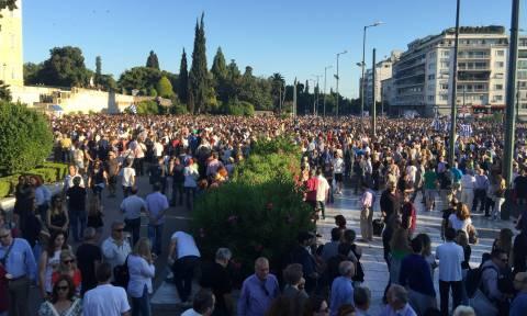 Χιλιάδες διαδηλωτές βροντοφώναξαν στην κυβέρνηση: «Παραιτηθείτε»!