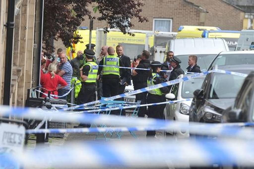 Σε συναγερμό η Βρετανία: Μαχαίρωσαν και πυροβόλησαν βουλευτή των Εργατικών (pics+vids)
