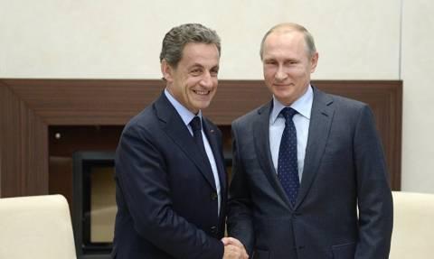 Διεθνές Οικονομικό Φόρουμ - Σαρκοζί προς Πούτιν: «Προχωρήστε στην άρση των κυρώσεων»