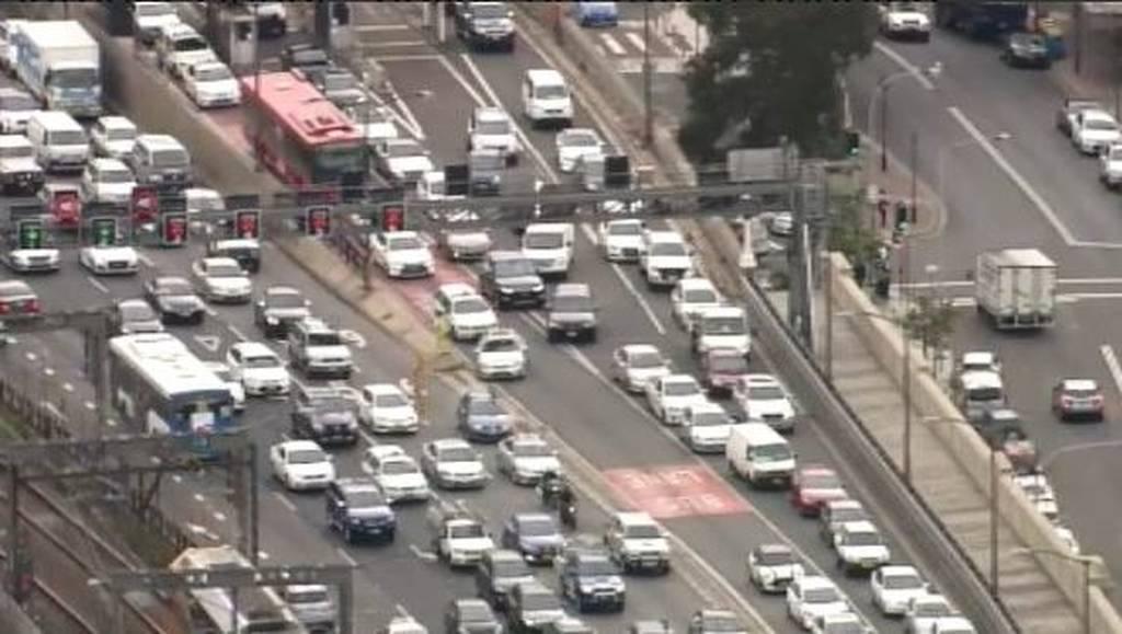 Αυστραλία: Σκαρφάλωσε στη γέφυρα του Σίδνεϊ προκαλώντας χάος! (pics+vid)