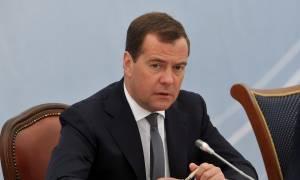 Медведев выразил соболезнования родным и близким погибших в Карелии