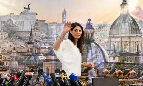 Ιταλία: Η Βιρτζίνια Ράτζι γίνεται η πρώτη γυναίκα δήμαρχος της Ρώμης (Vids)